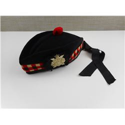 GLENGARRY HIGHLANDERS BERET AND CAP BADGE