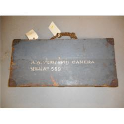 RARE WWII ANTI AIRCRAFT/CLOSE RANGE ATTACK, VERIFYING CAMERA WITH WOODEN CASE