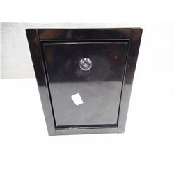 BLACK BOX SAFE WITH KEY