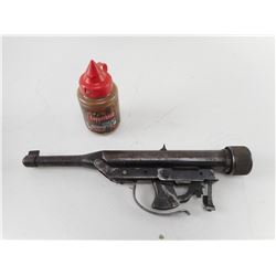 PARTIAL PELLET GUN AND CONTAINER OF BB'S