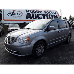 C2 --  2015 CHRYSLER TOWN & COUNTRY TOURING L , Silver , 174417  KM's