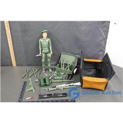 GI Joe Green Beret w/Foot Locker and Accessories