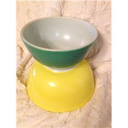 (2) Pyrex Bowls