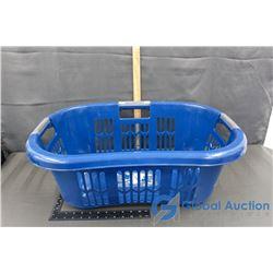 Rubbermaid HipHugger Laundry Basket