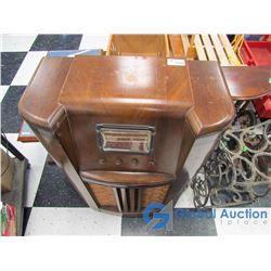 Vintage Northern Electric Wooden Cabinet Radio