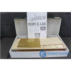 Robert E. Lee Mississipi Steamboat Model Kit New in Box