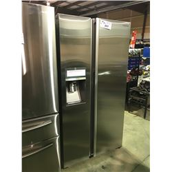 SAMSUNG STAINLESS STEEL SIDE BY SIDE 21.5 CU.FT SHOWCASE REFRIGERATOR WITH WATER AND ICE DISPENSER