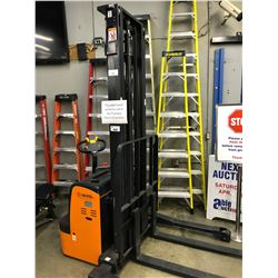 DOOSAN MODEL BWS17S-7 2 STAGE ELECTRIC PALLET MOVER, 110V WALL CHARGER