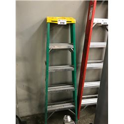GREEN 5' FOLDING LADDER