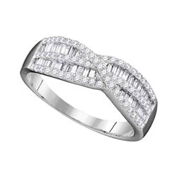 0.65 CTW Diamond Crossover Ring 10KT White Gold - REF-37F5N