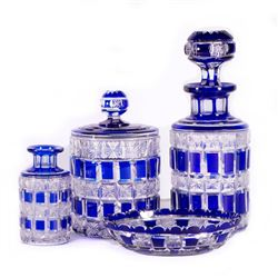 A crystal poudreuse set.