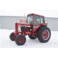IH 806 2wd tractor, cab, air, 86 series factory cab, diesel, very clean, 2720 hrs