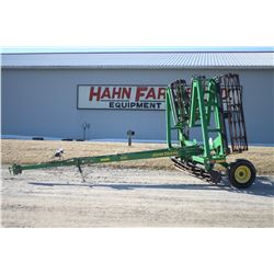 2014 JD 200 30', 5 section hyd. folding crumbler, used on Hahn family farm