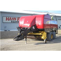 2009 NH BB9080 large square baler, Crop cutter, steering axle, crop preservative applicator, roller