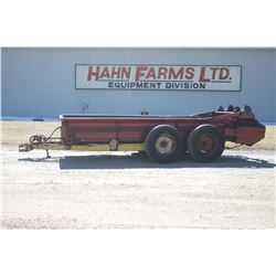 NH 680 tandem axle manure spreader, top beater, end gate