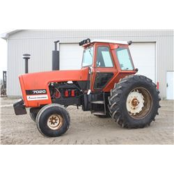AC 7020 2wd tractor, cab, air, power director, New 520 85R38, 2 remotes, 5534 hrs