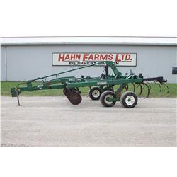 Glenco SS7400 farmhand, 9 shank soil saver, walking tandem axle, auto reset