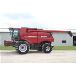 2012 CIH 7230 4wd combine, 520 85R42 duals, power folding bin covers, leather trim, wide spread chop