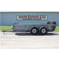 New Idea 3639 tandem axle manure spreader, top beater, end gate