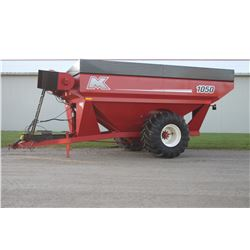 "MK 1050, 1050 bu grain cart, 22"" right hand hyd. auger, deflector, 1050/50R32, As New"