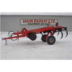 "Kuhn 4800, 7 shank soil saver, 16"" spacing, as new"