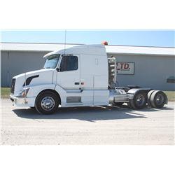 2007 Volvo Tandem axle road tractor, Cummins 500 HP, 18 speed trans. F.A.13,000 lbs, R.A. 40,000 lbs
