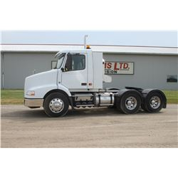 2007 Volvo day cab, tandem axle truck, Mercedes engine, Eaton Fuller transmission, 11R22.5 tires, sl