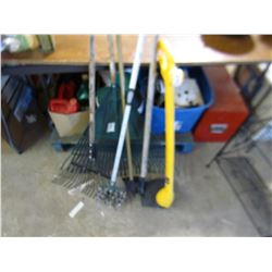 LOT OF GARDEN TOOLS (RAKES, HOES, ETC…)