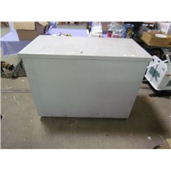 TOOL BOX W/ PLYWOOD LIFT TOP 49WX25D38H