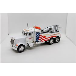 Peterbuilt tow truck
