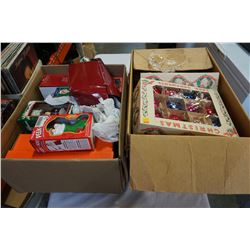 LOT OF VINTAGE XMAS ORNAMENTS AND DECOR