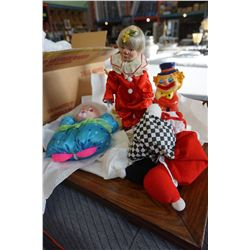 LARGE LOT OF PORCELAIN CLOWN FIGURES AND OTHER CLOWN FIGURES