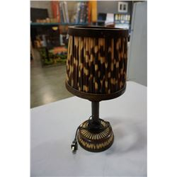 AFRICAN PORCUPINE HOMEMADE ON WOOD LAMP