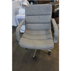 GREY ROLLING OFFICE CHAIR