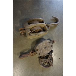 LOT OF ANTIQUE WOODEN PULLEYS AND METAL PULLEY W/ HOOKS
