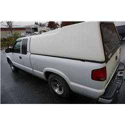 2003 CHEVROLET S10 PICK-UP W/ 306000KM CUSTOMER STEREO CANOPY MACHANIC SPECIAL - DOES NOT GO PAST 4T