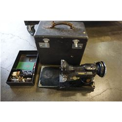 SINGER FEATHER WEIGHT 221-1 SEWING MACHINE IN CASE