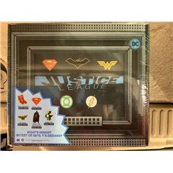 JUSTICE LEAGUE COLLECTOR LOOT BOX