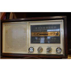VINTAGE ELECTROHOME AM/FM RADIO