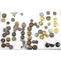 Collection of US military buttons.