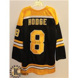 BOSTON BRUINS XL JERSEY SIGNED BY KEVIN HODGE,