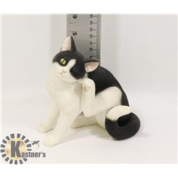NEW BLACK AND WHITE CAT FIGURE