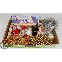 FLAT OF VARIOUS CHRISTMAS ORNAMENTS & DECOR