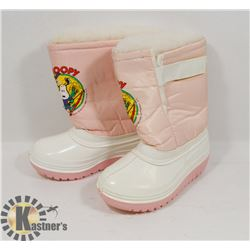 "UNUSED PAIR OF SIZE 7 GIRLS ""SNOOPY"" WINTER BOOTS."