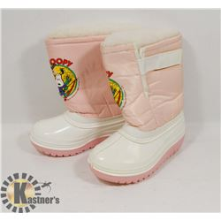 "UNUSED PAIR OF SIZE 9 GIRLS ""SNOOPY"" WINTER BOOTS."