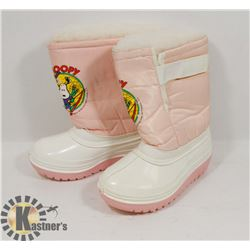 "UNUSED PAIR OF SIZE 8 GIRLS ""SNOOPY"" WINTER BOOTS."