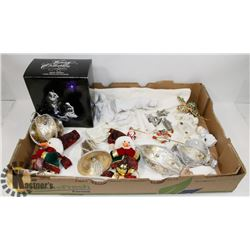 LARGE FLAT OF CHRISTMAS ORNAMENTS & COLLECTIBLES.