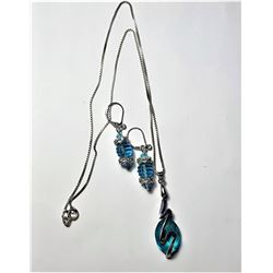25)  AQUA BLUE CRYSTAL PENDANT ON A