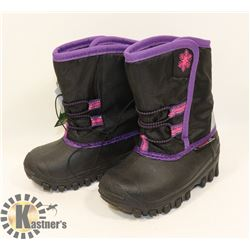 WEATHER SPIRITS GIRLS SIZE 5 WINTER BOOTS.
