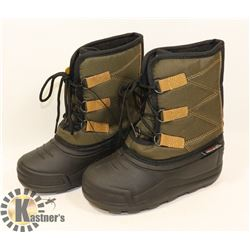 WEATHER SPIRITS BOYS SIZE 1 WINTER BOOTS.
